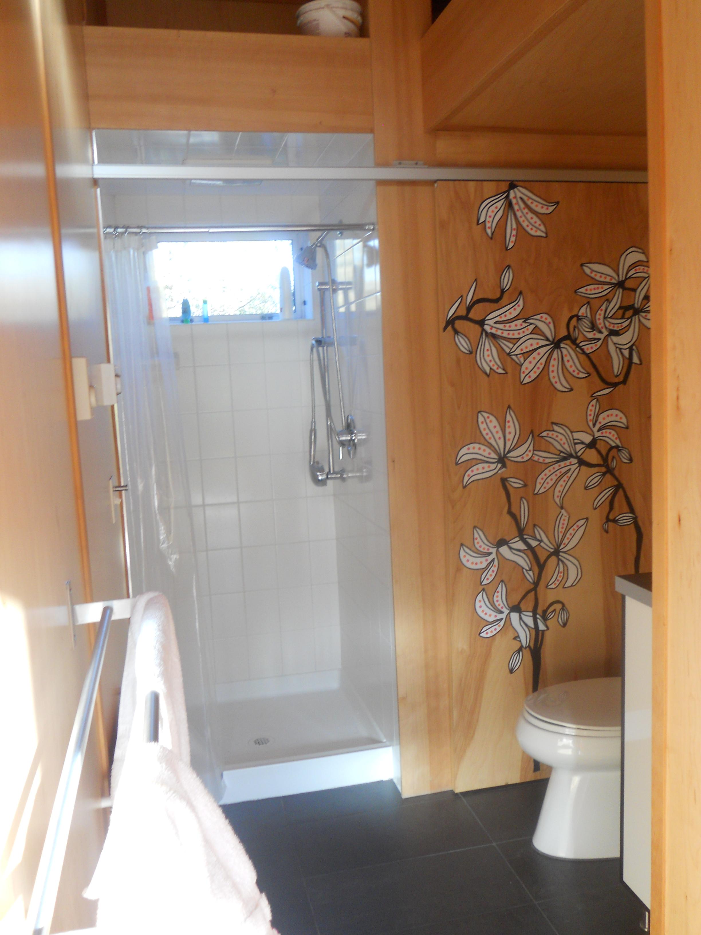 ^ modernsheddwellingbathroom7