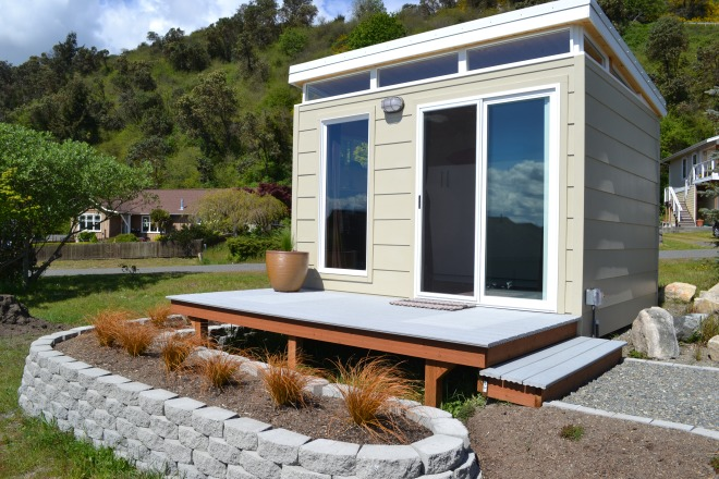 This Modern Shed guest room is a space solution for Debbie and Burt.